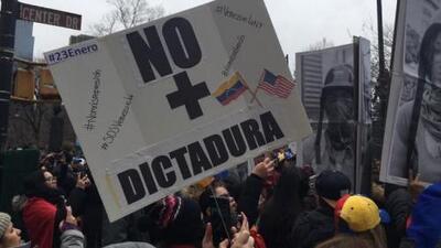 Entre lágrimas, venezolanos celebran la juramentación de Guaidó como presidente interino de Venezuela