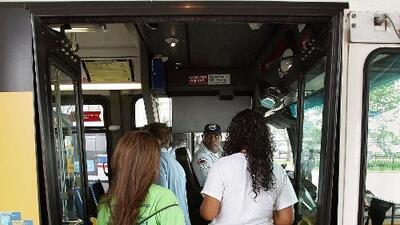 Ofrecen transporte gratuito para estudiantes de CPS este martes