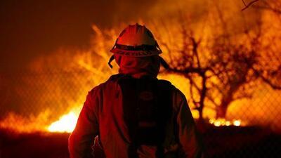 """Incendios en invierno son """"la nueva realidad"""" de California, advierte el gobernador Jerry Brown"""