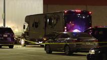 Balean un 'party bus' sobre la autopista I-580 en Oakland; dos personas murieron