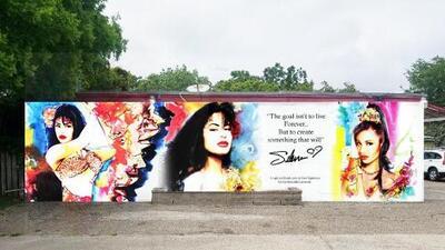 Presentan nuevo mural de Selena en el vecindario donde vivió