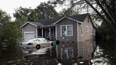 El condado de Harris se prepara para la llegada de fuertes lluvias asociadas al sistema en el Golfo de México