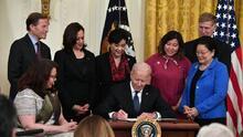 Biden firma una ley para reducir ataques a la comunidad asiático-estadounidense, acosada en la pandemia