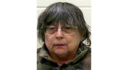 Esta mujer habría escondido el cadáver de su mamá para cobrar cheques de seguro social, según acusaciones