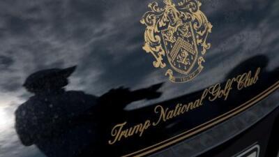 Despiden a 12 inmigrantes de club de golf de Trump en Nueva York por no tener papeles