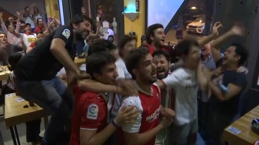 ¿Sana distancia? Fans del Sevilla explotaron con título