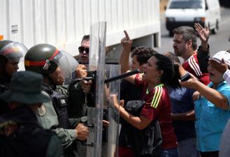 En fotos: Guardia Nacional venezolana intentó bloquear el paso de los parlamentarios hacia la frontera