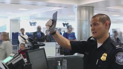 """CBP asegura que hackers robaron fotos y placas de viajeros en """"un ataque cibernético malicioso"""""""