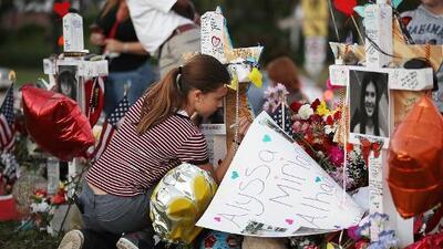 """""""Viviremos con daño psicológico por lo que ocurrió el resto de nuestras vidas"""", dice una sobreviviente mexicana de la masacre de Parkland"""