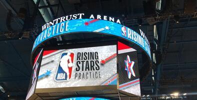 Las jóvenes promesas de la NBA se relajan en el entrenamiento