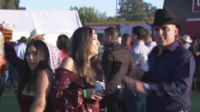 Familias disfrutan una gran variedad de intérpretes de música regional mexicana en un festival en Visalia