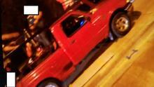 Buscan camioneta roja que lesiona a una mujer en parada de autobús durante las celebraciones patrias