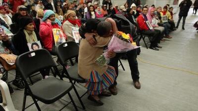 """""""Mamá, perdóneme por haberle fallado"""": el emotivo reencuentro entre un hondureño y su madre 10 años después"""
