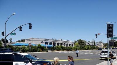 Una persona muerta y tres más heridas deja un tiroteo en una sinagoga de San Diego, California