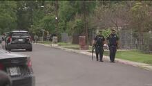 Arrestan a un hombre armado que amenazó a su familia y se atrincheró en una casa al noreste de Houston