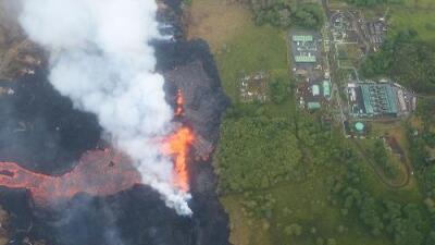 Retiran químicos de una planta geotérmica en Hawaii antes de que la alcance la lava del Kilauea