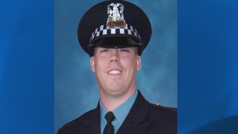 Familiares, amigos y compañeros de trabajo dan el último adiós a uno de los oficiales que murió en las vías del tren