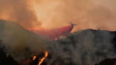 """Bomberos han logrado contener 54% del incendio """"Sherpa"""" en Santa Bárbara"""