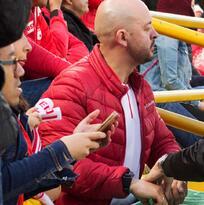 José Richard, el sordociego que 've' el fútbol a través de las manos