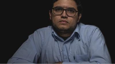 Servicio de inteligencia venezolano detiene a un conocido periodista y nueve horas más tarde allana su residencia