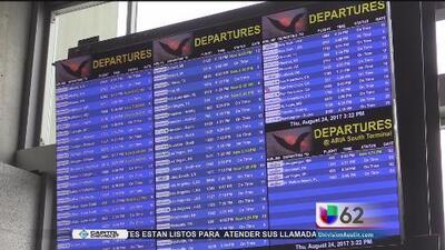 Aerolíneas activan alertas en vuelos en Texas por el huracán Harvey