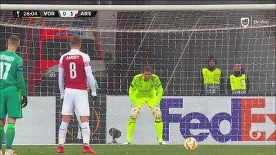 ¡Lo dejó arrodillado! Ramsey convierte de penal el 0-2 contra el Vorskla