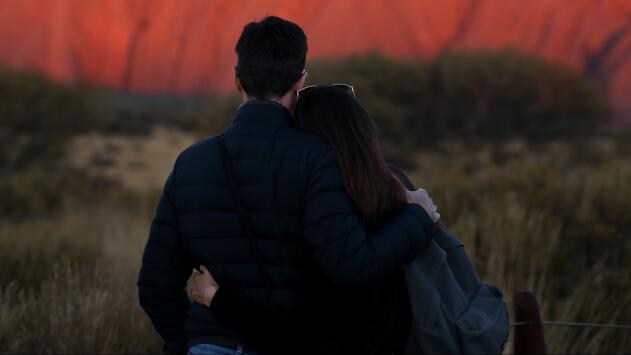 Hispanos confían más en los amigos que en su propia familia