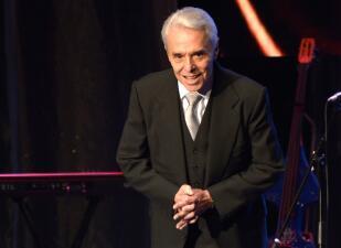 Enrique Guzmán, 60 años de canto, baile y rock and roll