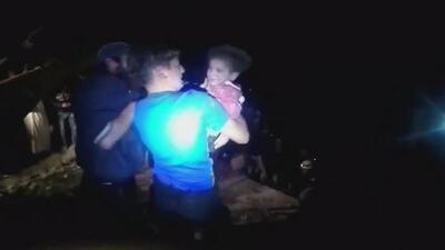 Rescatan a niños que estaban sepultados bajo los escombros de una edificación en Siria