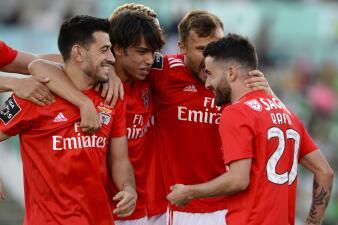 En fotos: con polémica arbitral, el Benfica se acerca al título en Portugal