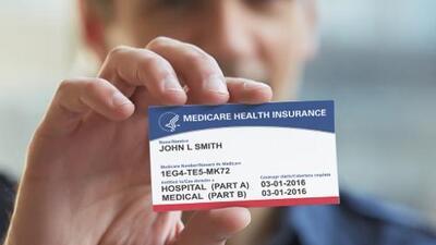 Cuidado con los estafadores: esto es lo que debes saber sobre la nueva tarjeta de Medicare