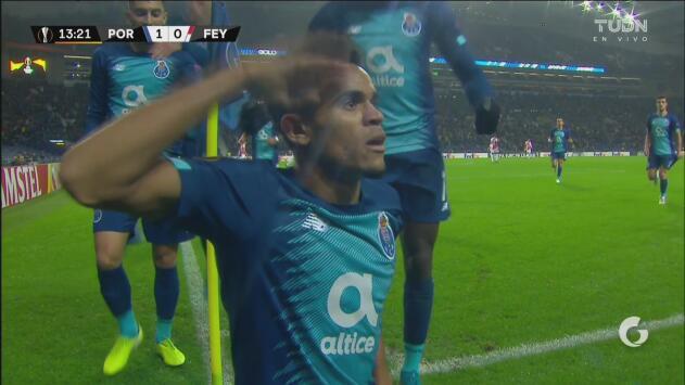 ¡La suerte está de su lado! Luis Díaz marca el primer tanto del Porto