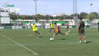 ¡Golazo de Diego Lainez en el entrenamiento del Betis!