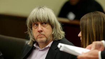 Nuevos cargos para el padre que mantenía cautivos a sus 13 hijos en la 'casa del horror' en California
