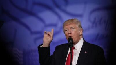Maestros armados, el muro y el fin de Obamacare: Trump retoma su discurso agresivo ante su audiencia más fiel