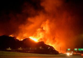 Fotos: Bomberos luchan contra voraces incendios en California mientras miles evacuan sus hogares