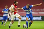 Huntelaar (7') abrió el marcador y Promes (11') creció la diferencia muy pronto. Matheus Dos Santos (35') hizo el tercero y Gravenberch (90+2') marcó el último. Edson Álvarez ingresó al 46'. Ajax lidera la competición del futbol neerlandés con 30 unidades luego de 12 encuentros disputados.