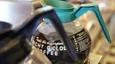 Cafeterías en California deberán incluir etiquetas para advertir la presencia de un posible químico cancerígeno en el café