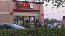 Pelea dentro de un Wendy's de Miami-Dade termina en tragedia: la policía busca al pistolero
