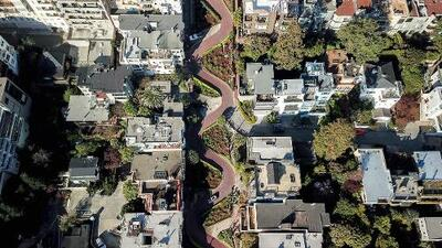 Aprueban cobrar peaje para transitar la calle Lombard, una de las más icónicas de San Francisco