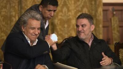 Los ecuatorianos apoyan en consulta popular la 'muerte civil' para los corruptos