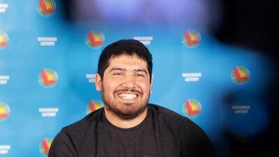 """""""Grité por 10 minutos"""": un hispano se gana el tercer premio más grande de la historia del Powerball"""