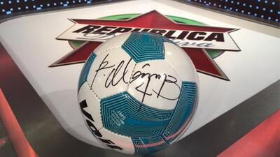 Acierta y gana con República Deportiva un balón firmado por Rafa Márquez