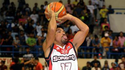 Manny Pacquiao encestó su primer tiro en el basquetbol profesional