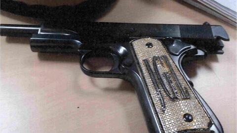 Esta es la pistola con diamantes que 'El Rey' Zambada dice haber visto en un fortín de 'El Chapo'
