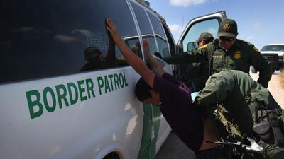 Indocumentados arrestando a indocumentados: cómo la Patrulla Fronteriza tuvo al menos 4 empleados sin papeles