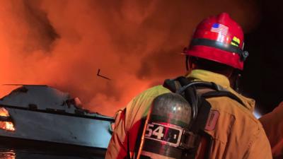 Suman 8 los cuerpos recuperados tras el incendio de un barco en la costa del sur de California, hay 26 desaparecidos