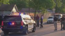 Dos personas mueren en dos tiroteos en una casa en San Antonio, uno de los incidentes involucró a policías locales