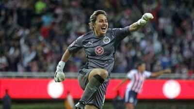 Desalojaron a aficionada por insultar a portera de Chivas en Liga MX Femenil