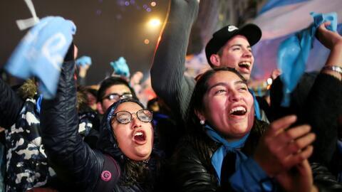 Protestas y celebraciones: las dos caras del rechazo a la despenalización del aborto en Argentina